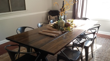 .... No Stencil. The Dining Room is just missing the wreath for the window screen.